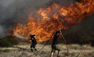 Φωτιά ΤΩΡΑ στην Εύβοια Σε τρία μέτωπα η μάχη  Εκκενώθηκαν οικισμοί