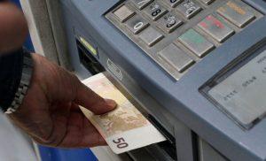 Χρεώσεις – «φωτιά» στα ATM: Δείτε τι αλλάζει από σήμερα στις διατραπεζικές αναλήψεις