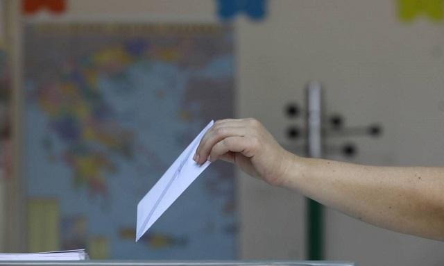 Νέος εκλογικός νόμος: Τι σχεδιάζει η κυβέρνηση για μπόνους, ομογενείς και όριο εισόδου στη Βουλή