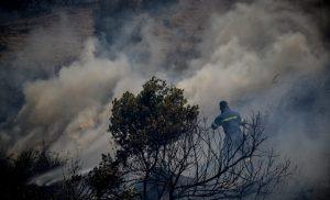 Έκτακτο: Εκκένωση του χωριού Μακρυμάλλη στην Εύβοια ζητά η Πυροσβεστική