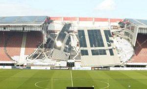 Παραλίγο τραγωδία: Κατέρρευσε το στέγαστρο στο γήπεδο της Αλκμααρ