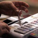 Συνδέονται online οι ταμειακές μηχανές με το TAXIS – Πότε εφαρμόζεται το μέτρο