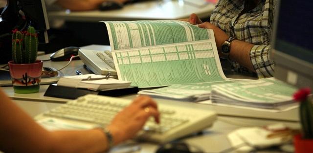 Τι προβλέπει η νέα πάγια ρύθμιση των 24-48 δόσεων για χρέη στην εφορία