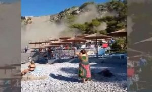 Σοκαριστικό βίντεο από την στιγμή της κατολίσθησης στην παραλία Αρβανιτιάς στο Ναύπλιο