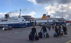 Απίστευτη ταλαιπωρία: Πλοίο με 1.365 και προορισμό τη Νάξο επιστρέφει στον Πειραιά