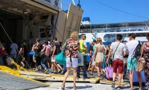 Αδειάζει η Αθήνα για Δεκαπενταύγουστο: 39 πλοία αναχωρούν σήμερα από Πειραιά, Ραφήνα, Λαύριο