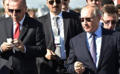 Russian President Putin treats Turkish counterpart Erdogan to isce cream (video)