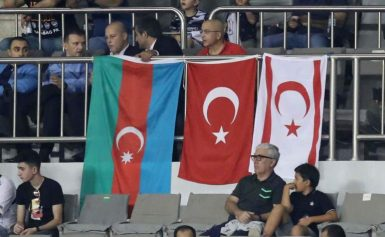 Champions League: Πρόκληση στο ΑΠΟΕΛ με σημαίες Τουρκίας και ψευδοκράτους! [pics]