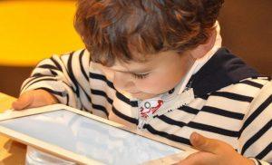 Απογοητευτική έρευνα: Τα 10χρονα Ελληνόπουλα «λιώνουν» ανεξέλεγκτα στο διαδίκτυο