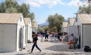 Μυτιλήνη Την επαναπρόσληψη του διευθυντή της δομής του Καρά Τεπέ ζητούν εκατοντάδες φιλοξενούμενοι