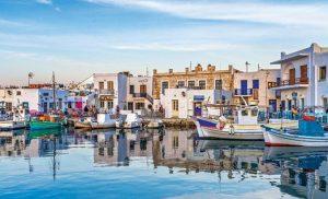 BBC για Ελλάδα: «Τα νησιά των διακοπών όπου οι ντόπιοι δεν έχουν πού να μείνουν»