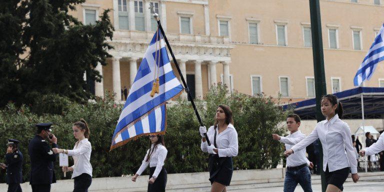 Τέλος η κλήρωση για τους σημαιοφόρους στα Δημοτικά -Τη σημαία θα κρατούν οι άριστοι