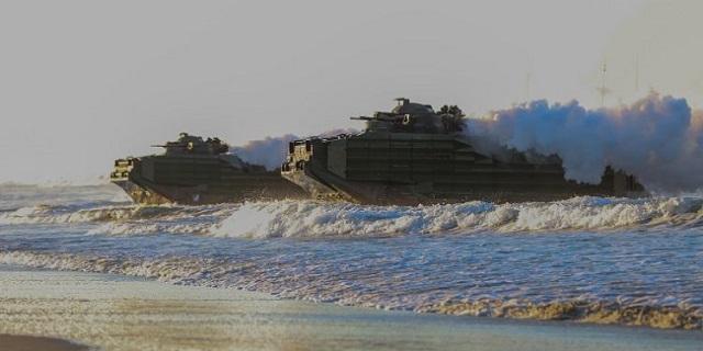Ο Αμερικανικός στρατός θωρακίζεται σε θάλασσα και στεριά με νέα αμφίβια οχήματα [pics]
