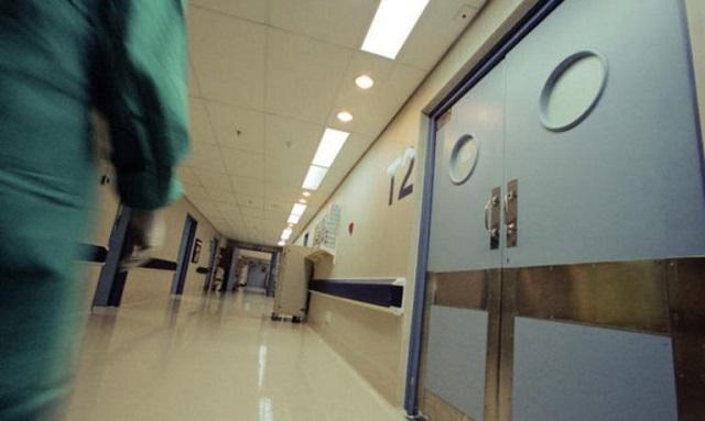 Καταγγελία ΠΟΕΔΗΝ: «Αστυνομικοί χτύπησαν και πέρασαν χειροπέδες σε νοσηλευτή μέσα σε Ψυχιατρική Κλινική»