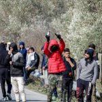 Οι Έλληνες «φυλακή» οι εκκλησίες κλειστές & οι αλλοδαποί ελεύθεροι να προσεύχονται στον Αλλάχ στους δρόμους (βίντεο)