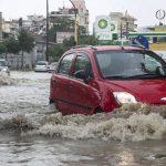 «Σάρωσε» η κακοκαιρία τη χώρα: Σοβαρά προβλήματα στους δρόμους – Καταστροφές στις καλλιέργειες από τις βροχοπτώσεις